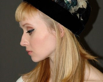 Vintage 1950-60s Domed & Feathered Hat