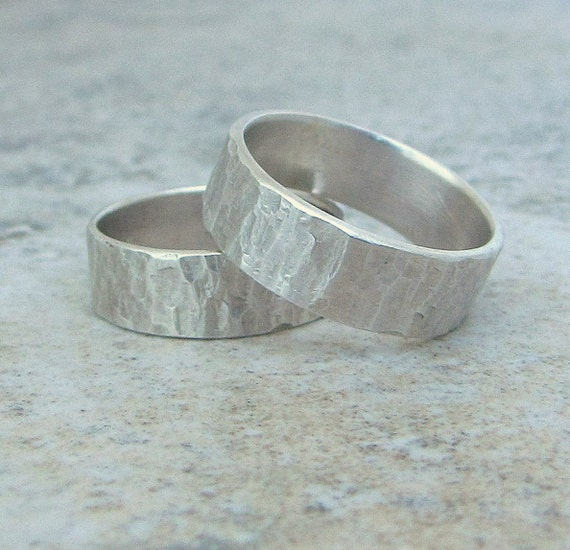 Silver Wedding Rings Rustic Wedding Bands Hammered Ring Set Engraved Custom Personalized Wedding Band Set for Him and Her Couples Rings Gift