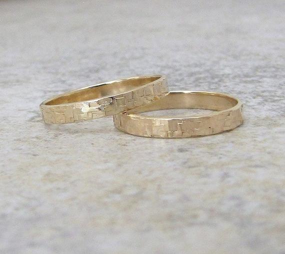 Gold Wedding Bands Hammered Gold Wedding Ring Set Distressed