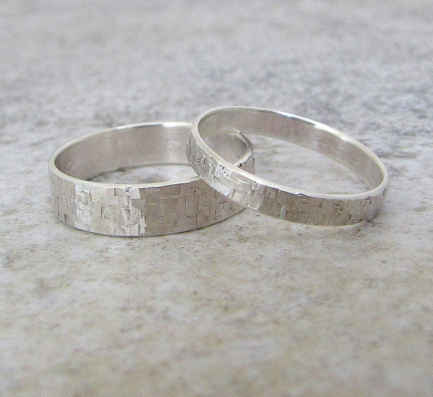 engraved silver wedding bands hammered silver wedding rings