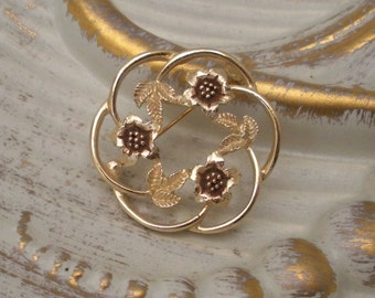 Vintage Sarah Coventry Strawflower Circle Brooch