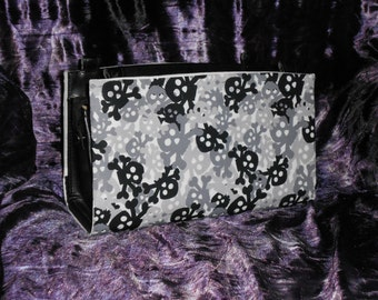 White and Grey Skull and Crossbones Camoflauge Magnetic Purse Cover