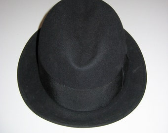Vintage Fedora hat. The Stetsonian by Stetson, Men's hat with Box.  Size 7.  Black 3X Beaver felt.