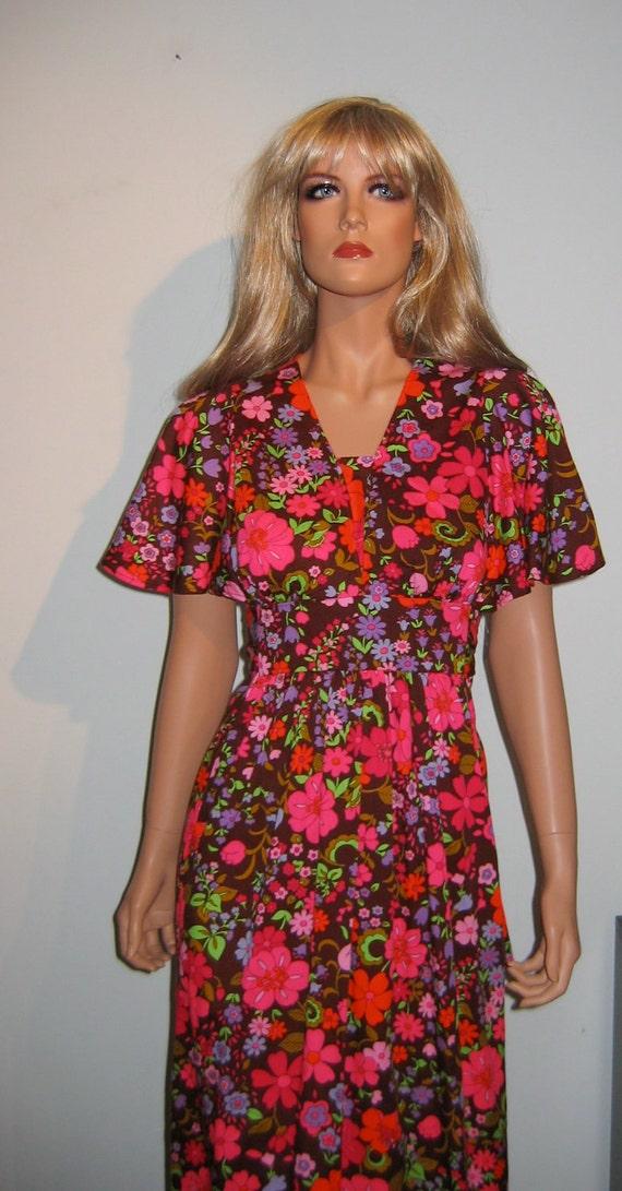 Groovy 70's Summer lounge Dress, Muumuu.  Vintage  Hippie.  Size 14.  Breathtaking print.