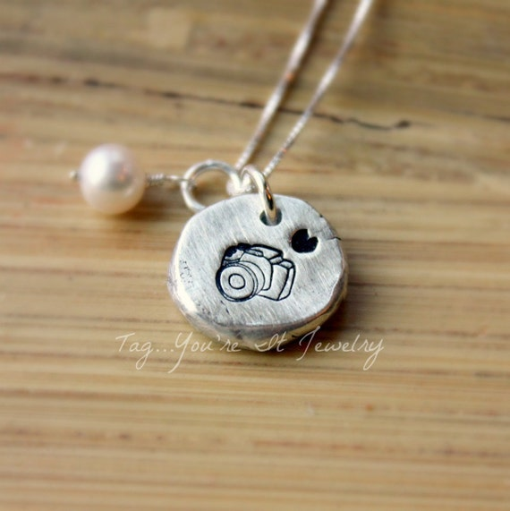 Gift for Photographer - Photography Jewelry - Photographer Necklace - Wedding Photographer Gift - Camera Necklace - Camera Jewelry - Custom
