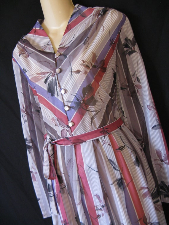 floral chevron dress. 1970's purple and gray stripe. plus size, XL. new old stock.