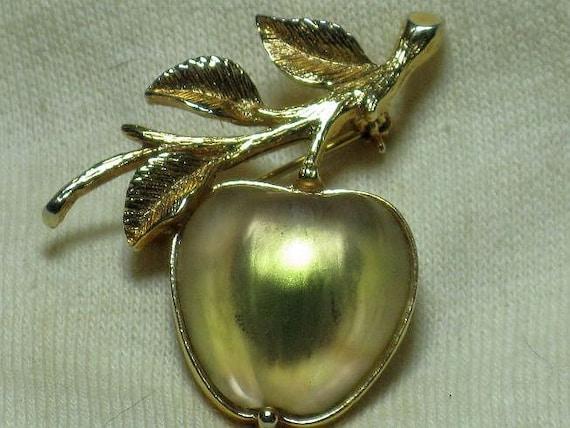 SARAH COVENTRY Rare Glass Golden Apple Brooch (B-1-3)