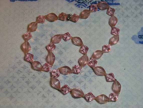 Vintage 1930s Long Pink Lucite Necklace (N-1-3)