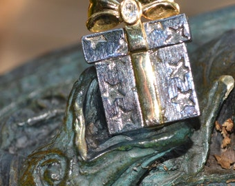 Vintage Gift Present Box Figural Brooch Pin