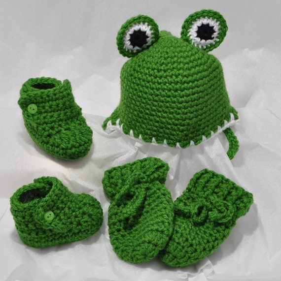 Frog Hat, Mittens and Booties  Size 0 to 6 months
