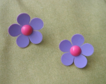 Vintage 1960's, Plastic Flower Power Clip on Earrings. Lavender and Pink.
