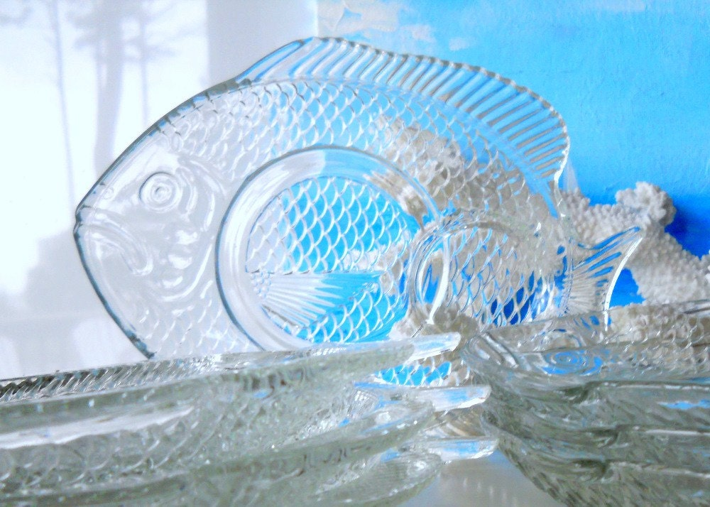 Vintage clear glass fish shaped snack plates by for Fish shaped plates