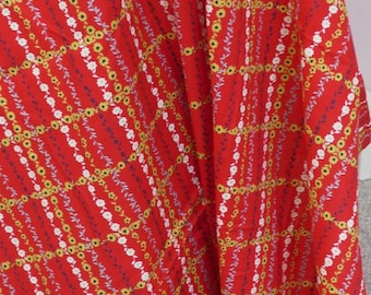 """Vintage Fabric~Red with Yellow and White Daisies~35"""" Selvage~Cotton Fabric~1 Yard"""