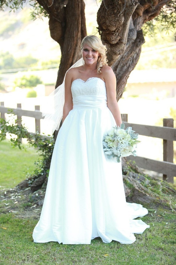 lace wedding dress with hidden pockets by bridalblissdesigns