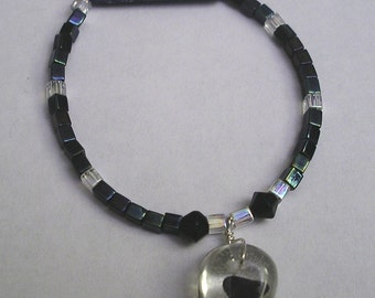 "7 1/2"" Shark Tooth Bracelet with black/clear square beads"