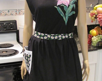 Daisy Half Apron,black with a daisy print on pocket and ruffled hem