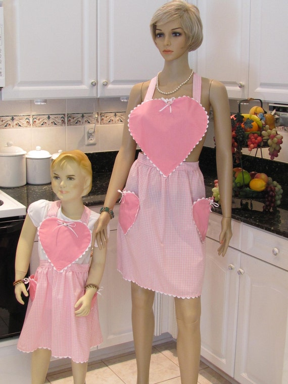 READY TO SHIP: Mother,daughter apron set, Gingham and pink heart , retro styled  aprons