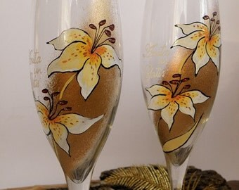 Hand painted Wedding Toasting Flutes Set of 2 Personalized Champagne glasses White Lily