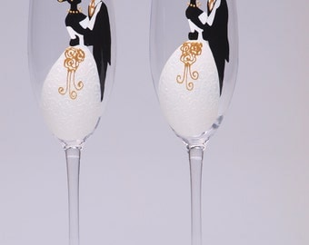 Hand painted Wedding Toasting Flutes Set of 2 Personalized Champagne glasses Groom and Bride Classic wedding portrait