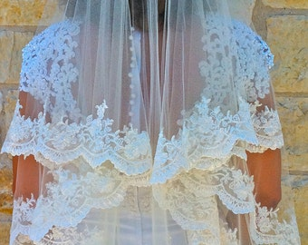 Two layers veil, Beaded Alencon lace - white or light ivory with scalloped  edge, fingertip length