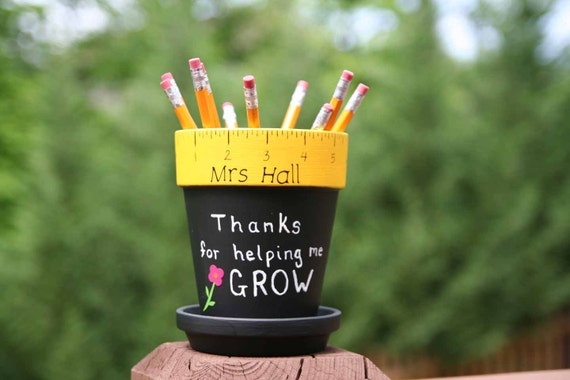 Personalized Teacher gift - pencil holder with Thanks for helping me GROW, vinyl flower and Teacher name