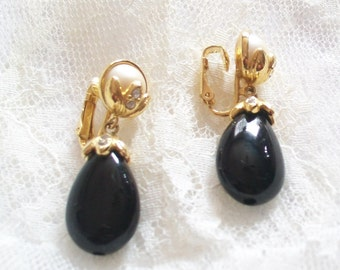 SALE - Vintage Avon Black Teardrop Clip On Earrings - 1980s