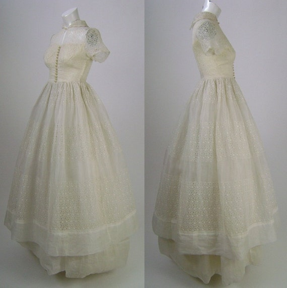 Vintage 1950s Wedding Dress Gown, Cream Floral Embroidered Organza, Short Sleeves, Full Length, Two Tiers,  Floral Embroidery, Size XS B32