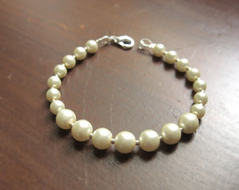 TheClassic pearl and silver bead bracelet