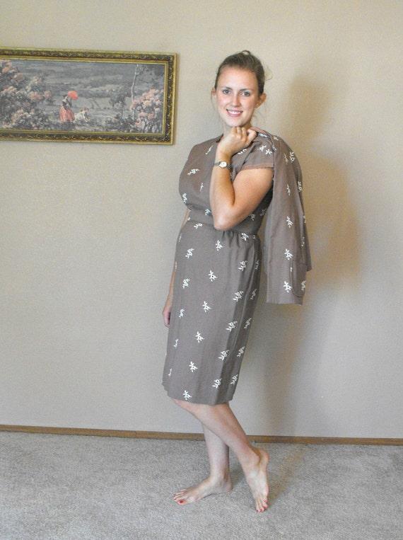1960s Dress Light Brown Vintage 60s Embroidered L