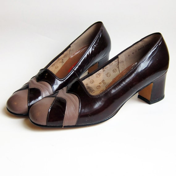 Vintage 1960s Mod Shoes / Brown & Taupe Leather Stacked Heel Shoes Unworn New Deadstock / Size 9 or 9.5