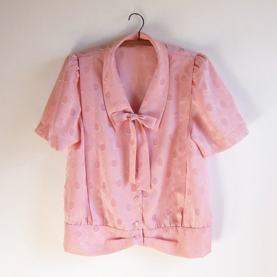 Vintage 1960s Blouse / Pale Peach Polka Dot PUSSY BOW Blouse Size Large or XL
