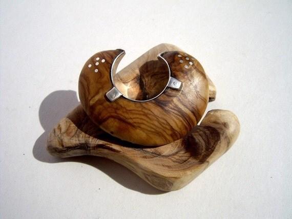 kharma olivenholz ring f r zeigefinger. Black Bedroom Furniture Sets. Home Design Ideas