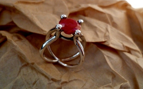 Tulip ring with round  facet cut ruby 9mm  silver 925 ct