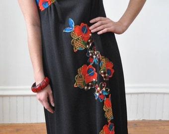 1970's FLORAL MAXI Dress Festival Dress Flower Appliques / Goddess Sun Dress
