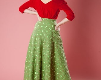 Vintage 1950s Quilted Skirt - Green Floral Pocket - Winter Holiday Fashions