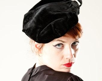Vintage 1950s Velvet Beret Hat - Grosgrain Ribbon Rosette - Fall Fashions