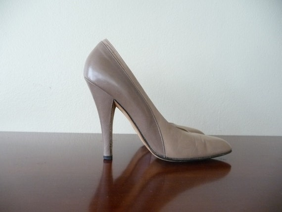 givenchy paris tan stiletto heels shoes, us 6.5 euro 37