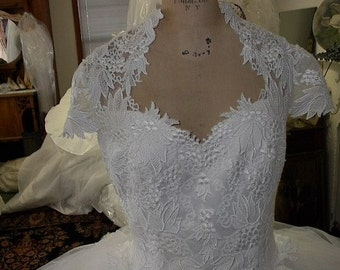Tulle Queen Anne neckline WHITE tulle  ball gown bridal  size 12  800.00 value