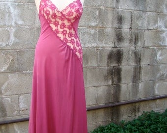 Vintage 70s / Val Mode / Hot Pink / Lace / Sweetheart / Nightgown /SMALL