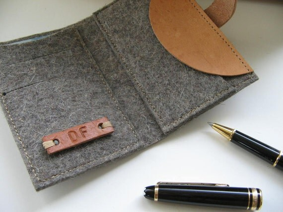 Personalized Wallet.Credit card Coin wallet. Eco friendly natural grey Wool felt- vegetable tanned Leather - Industrial Design - Handmade