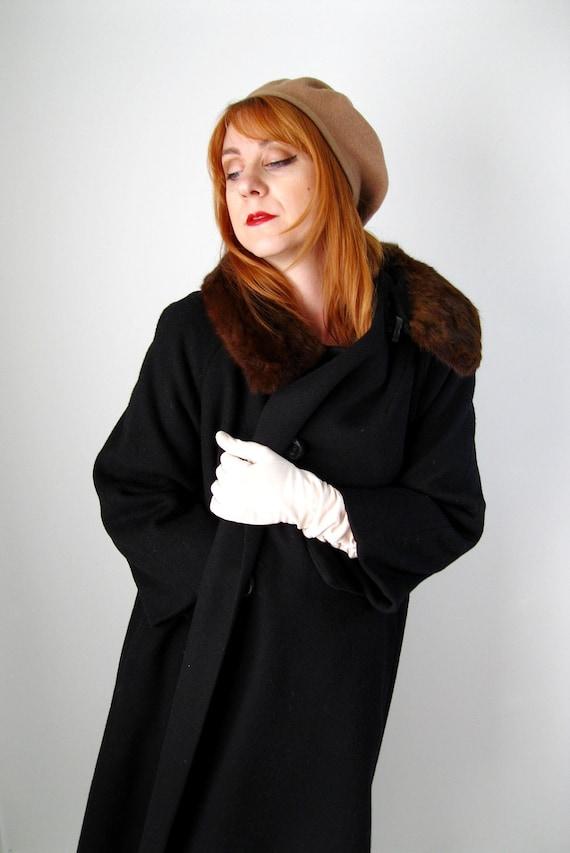 Sale - 1950s Black Wool Coat.  Mink Fur Collar. Mad Men Fashion. Warm Cozy . Winter Fashion. Spring Fashion. Size Large