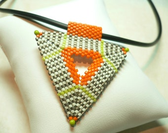 Silver Striped Ziangle beaded Peyote pendant triangle: Instant Downloadable Pattern PDF File