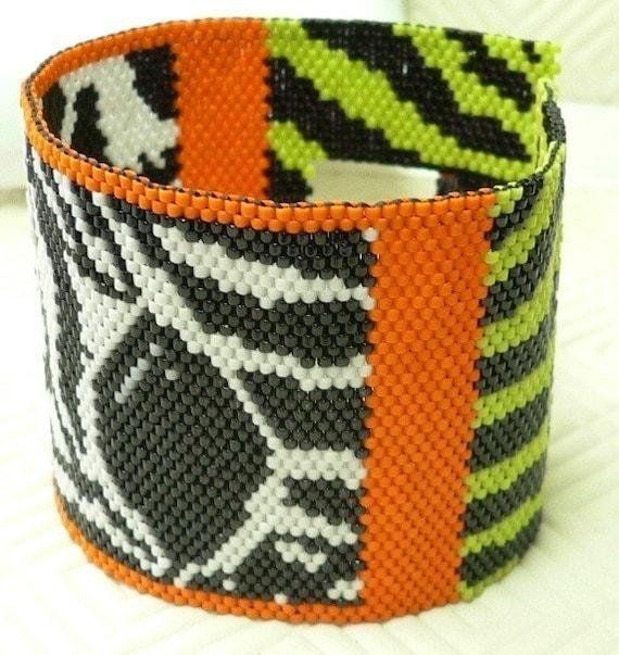 Eye of the Zebra beaded peyote cuff bracelet pattern: Instant Downloadable Pattern PDF File