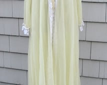 1960s Lingerie - Pale Yellow Muslin and lace nightie and matching robe