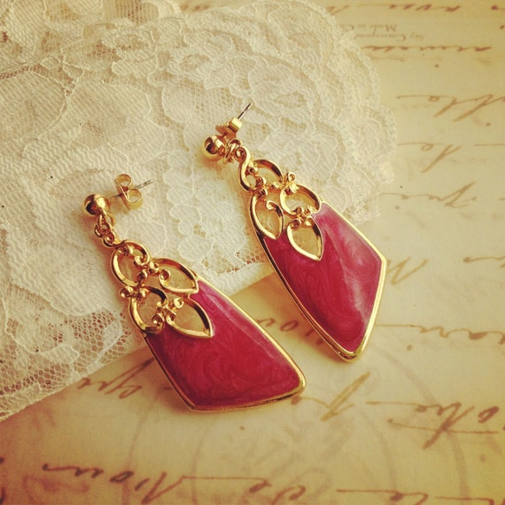 Pink Vintage Dangle Earrings / Gold Tone / Magenta / Fuchsia