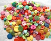 100 Buttons Shank and Tunnel Back Mix, All colors assorted sizes and shapes, Sewing, Crafting, Jewelry, Collect (540)