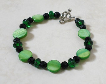 Green shell and glass bracelet