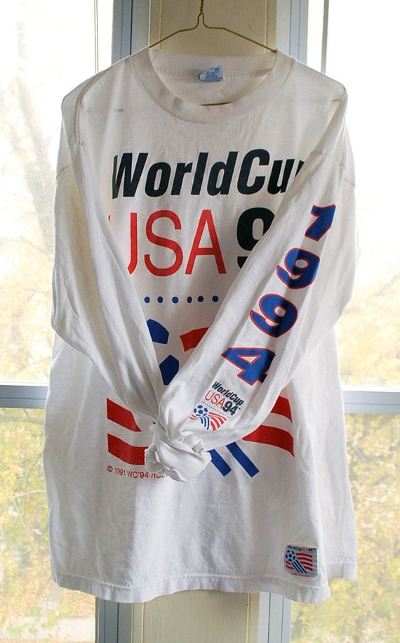 vintage (t shirt) USA 94 WoRLD CUP SoCCER USA94 XL Long Sleeve (47 inches around chest)