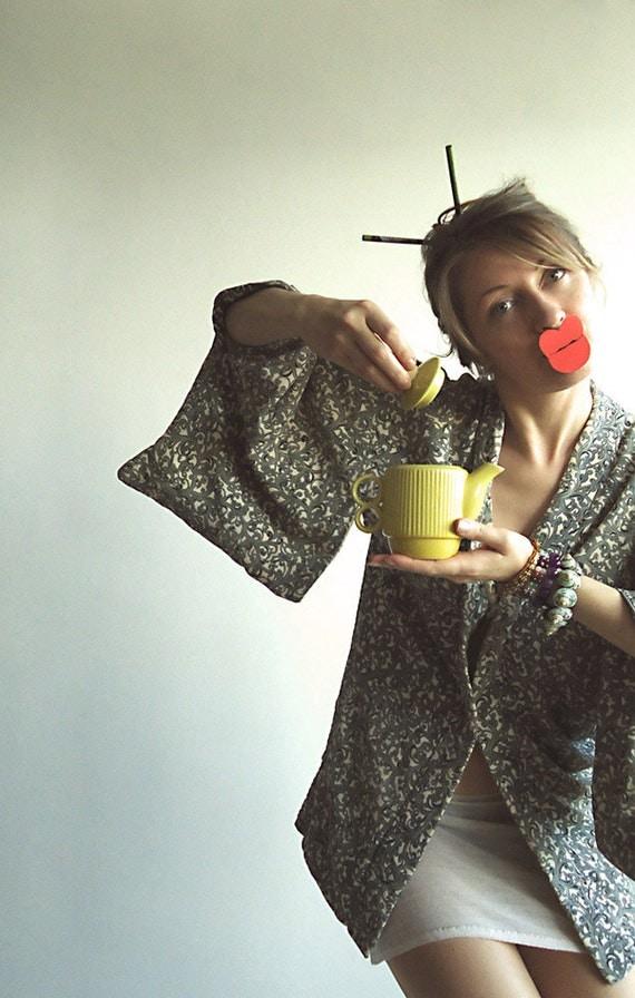 MORNING GEISHA Vtg Japanese Short Kimono Haori Jacket for Those Modern Girls Who Love Exotic Rituals S/M