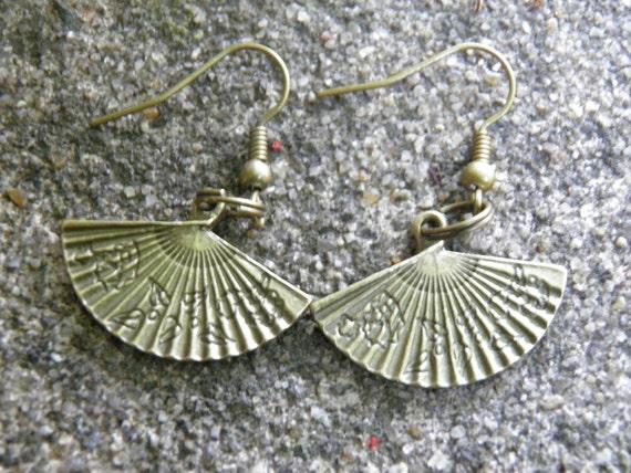 Fan Earrings Victorian Style Hand Fans Antiqued Bronze Steampunk Jewelry Hand Fan Charms